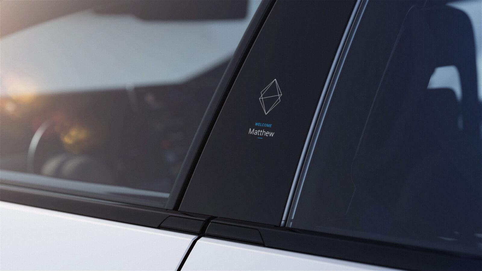 Každé auto pozná svého majitele a podle rozpoznání obličeje ho dokáže na vnějším dispeji i pozdravit.