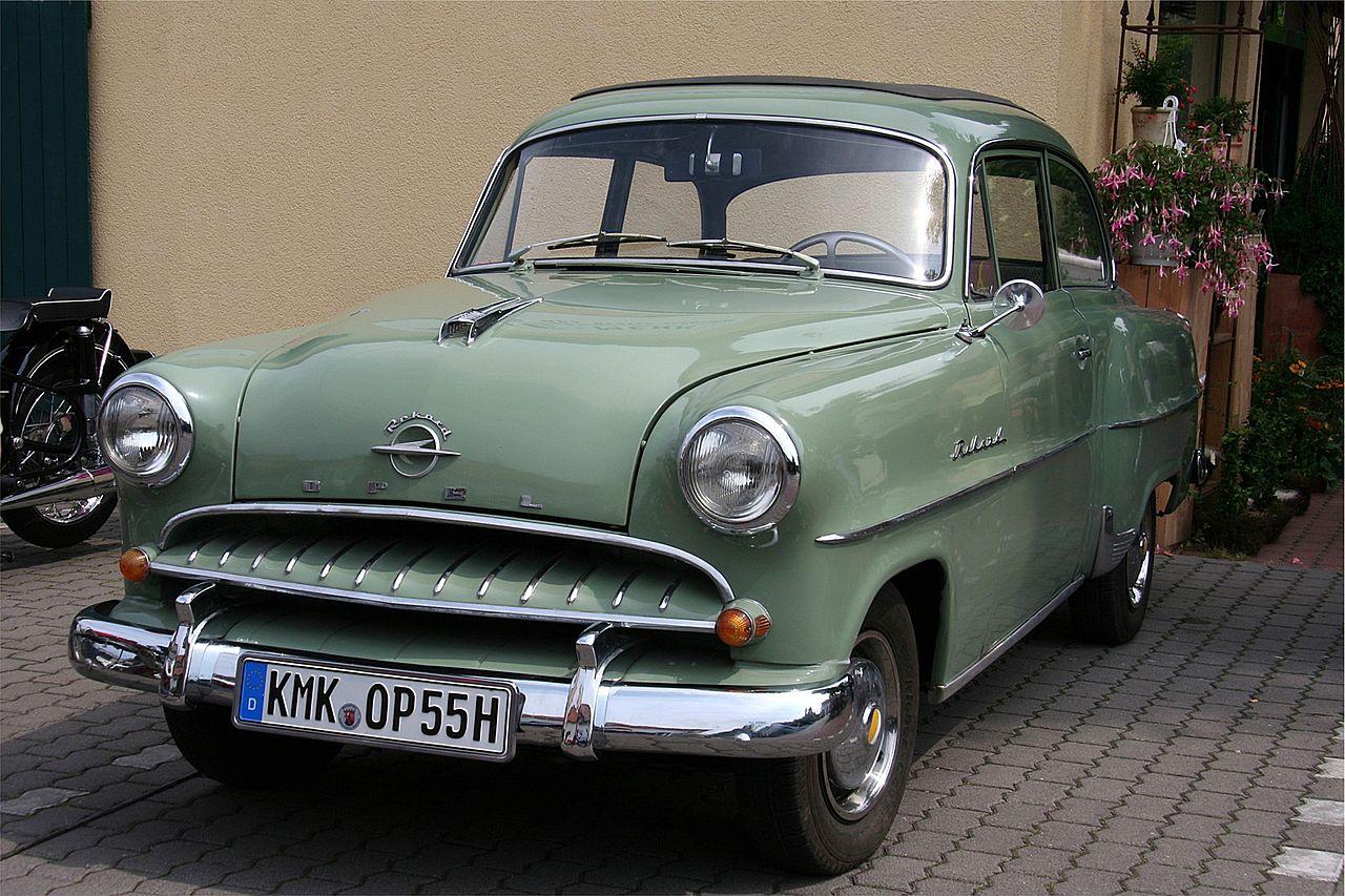 Opel Rekord byl jednou z vlajkových lodí koncernu v 60. letech minulého století. Vyráběl se od roku 1953 do roku 1986. Zdroj: Opel
