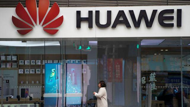 Americké tajné služby podezírají Huawei z kyberšpionáže. Firmy s ním přestávají obchodovat. Foto: Reuters