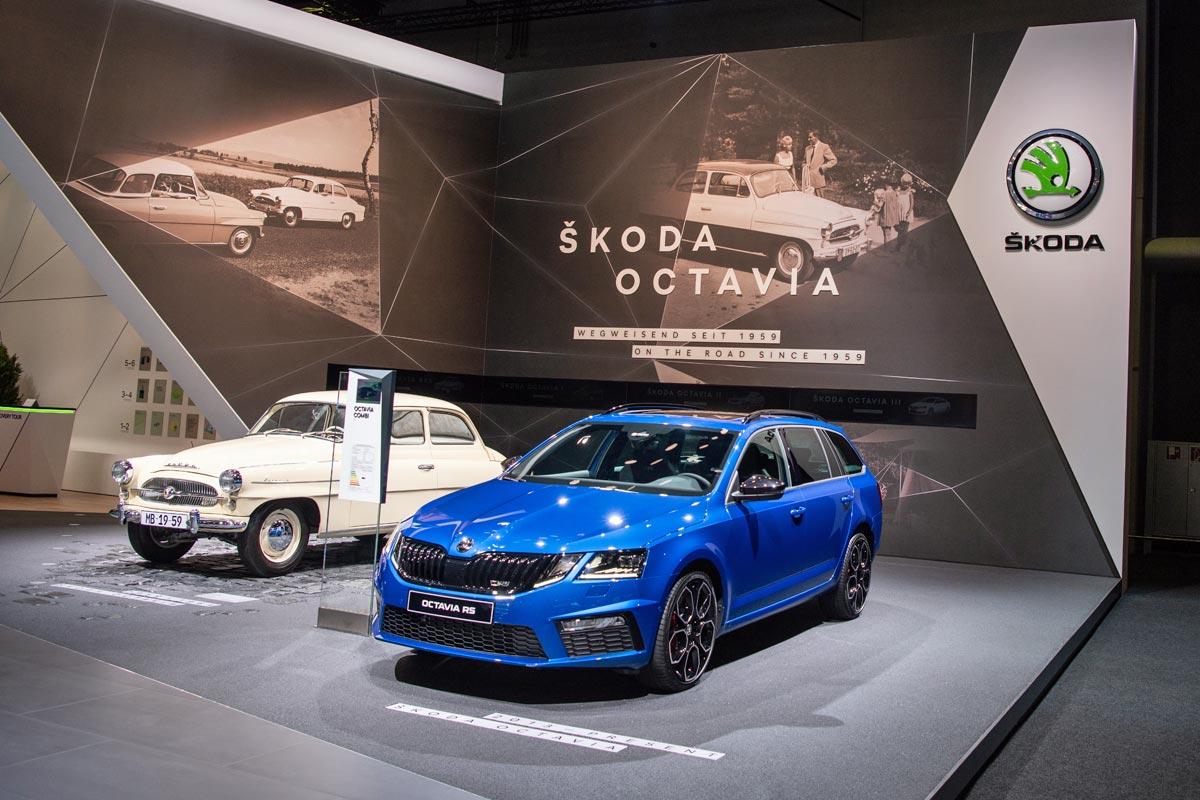 Škoda Octavia připomněla letošní 60. výročí od uvedení prvního vozu tohoto jména. Nástupce současné generace bude odhalen zřejmě ještě před koncem letošního roku.
