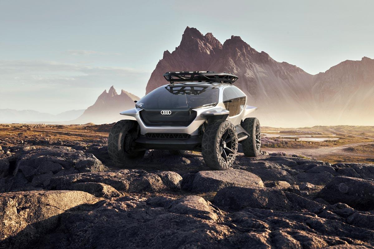"""Audi přivezlo do Frankfurtu jednu z mála """"nepraktických"""" studií, jakými se dříve autosalony jen hemžily: Audi AI:TRAIL quattro."""