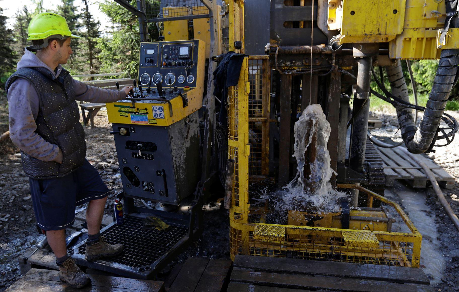 Společnost Geomet provádí pod Cínovcem průzkumné vrty kvůli ložiskům lithia. Foto: Reuters