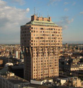 Mrakodrap Torre Velasca v Miláně. Zdroj: Wikimedia